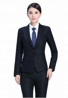 穿戴工作装认真工作的女士才是最有魅力的